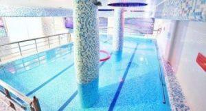مجموعه ورزشی و استخر دلفین آبی