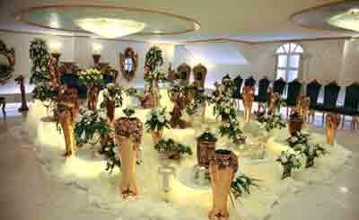 تالار تشریفاتی رسپینا طراحی فضای بسیار زیبا و رویایی برای عروس و داماد بر روی بالا ترین نقطه تالار و با چشم اندازی غیر قابل وصف