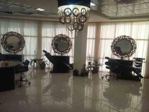 سالن زیبایی عروس و آرایشگاه زنانه مهیلا در مارلیک ارائه دهنده حرفه ای ترین شینیون و میک آپ های عروس توسط برند های معتبر دنیا ، عروس سرا در مارلیک