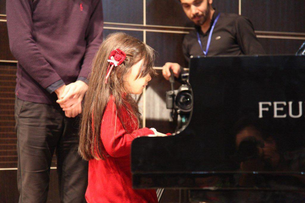 رامشگران بهترین آموزشگاه موسیقی با دو شعبه در مارلیک و فردیس کرج وبابهره گیری از کادر مجرب آموزشی و فارغ التحصیل از رشته موسیقی برگزار می کند.