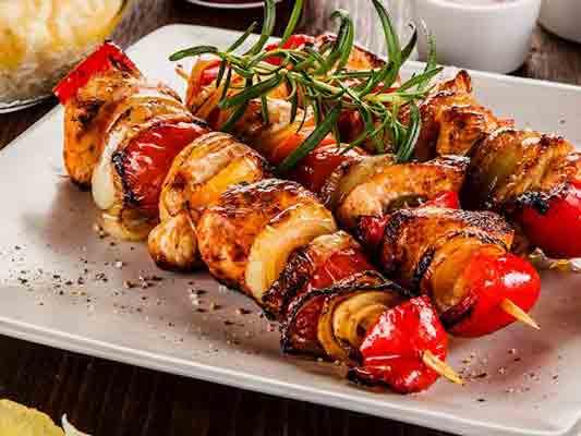 رستوران ارکیده دارای شعبات مختلف در اقدسیه و آرژانتین و سعادت آباد تهران ، چالوس ، متل قو ، مهستان و شهریار ، رستوران مجلل و شیک ، رستوران های زنجیرهای